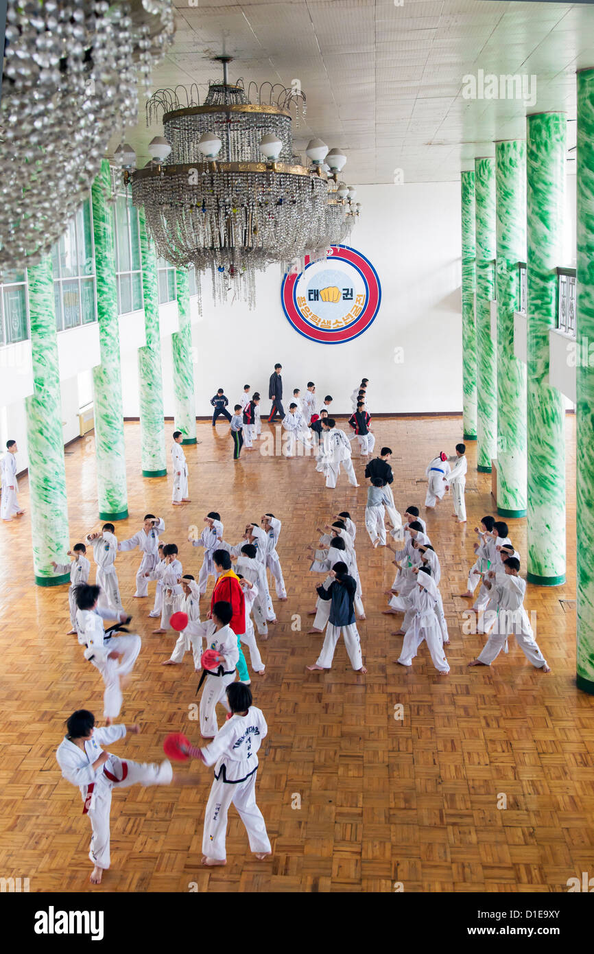 Tae kwon do class, Mangyongdae Schoolchildren's Palace, Pyongyang, Democratic People's Republic of Korea - Stock Image