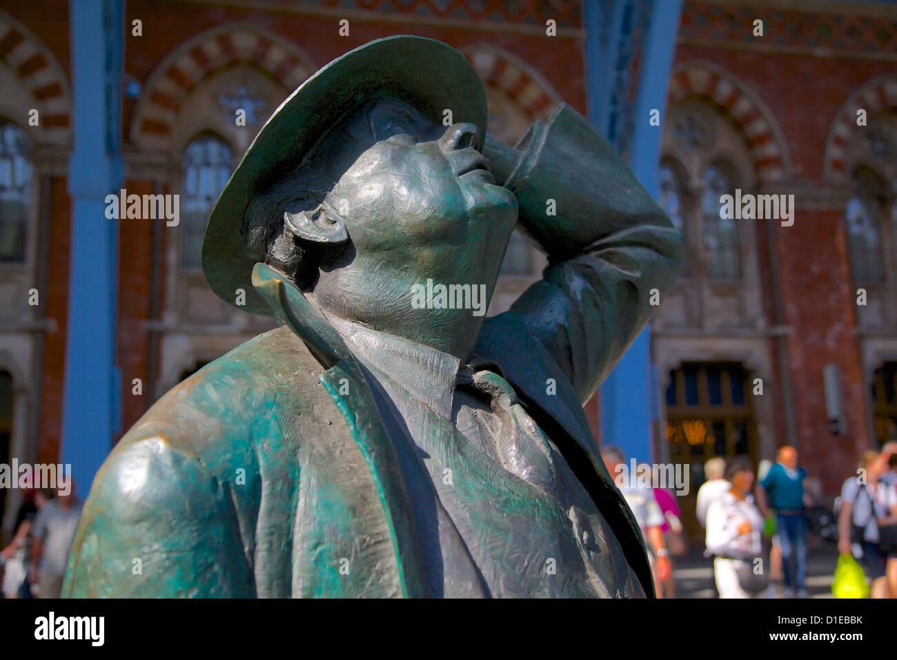 Statue of John Betjeman, St. Pancras International Station, London, England, United Kingdom, Europe - Stock Image