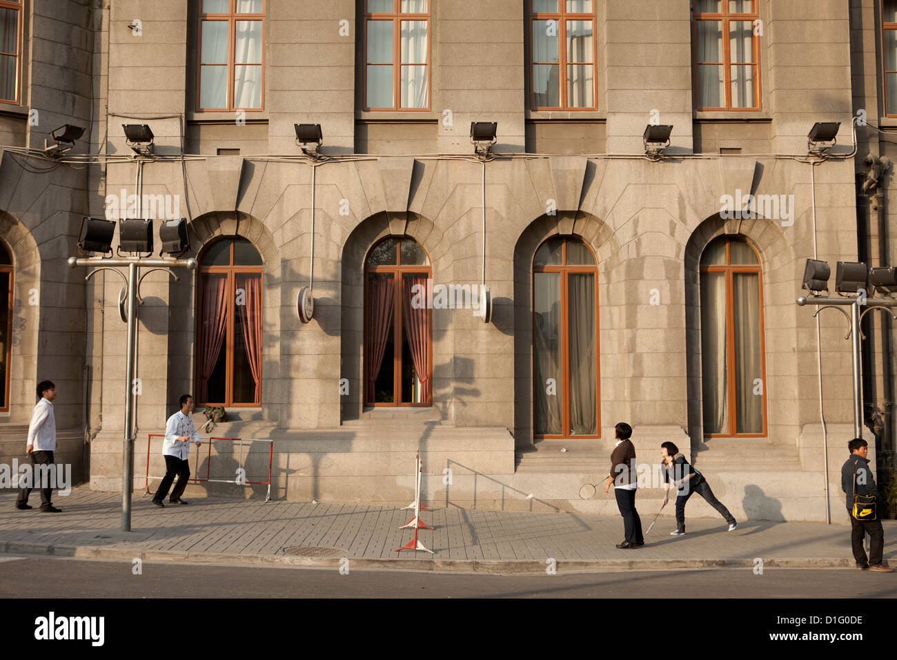 People playing badminton on the street in Shanghai. China 2009 - Stock Image