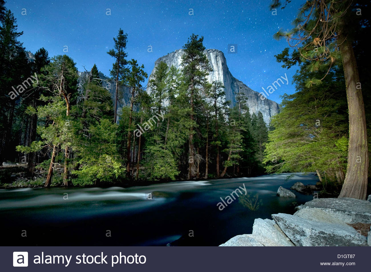 El Capitan mountain with river and night sky with stars, Yosemite National Park, Yosemite, California, United States - Stock Image