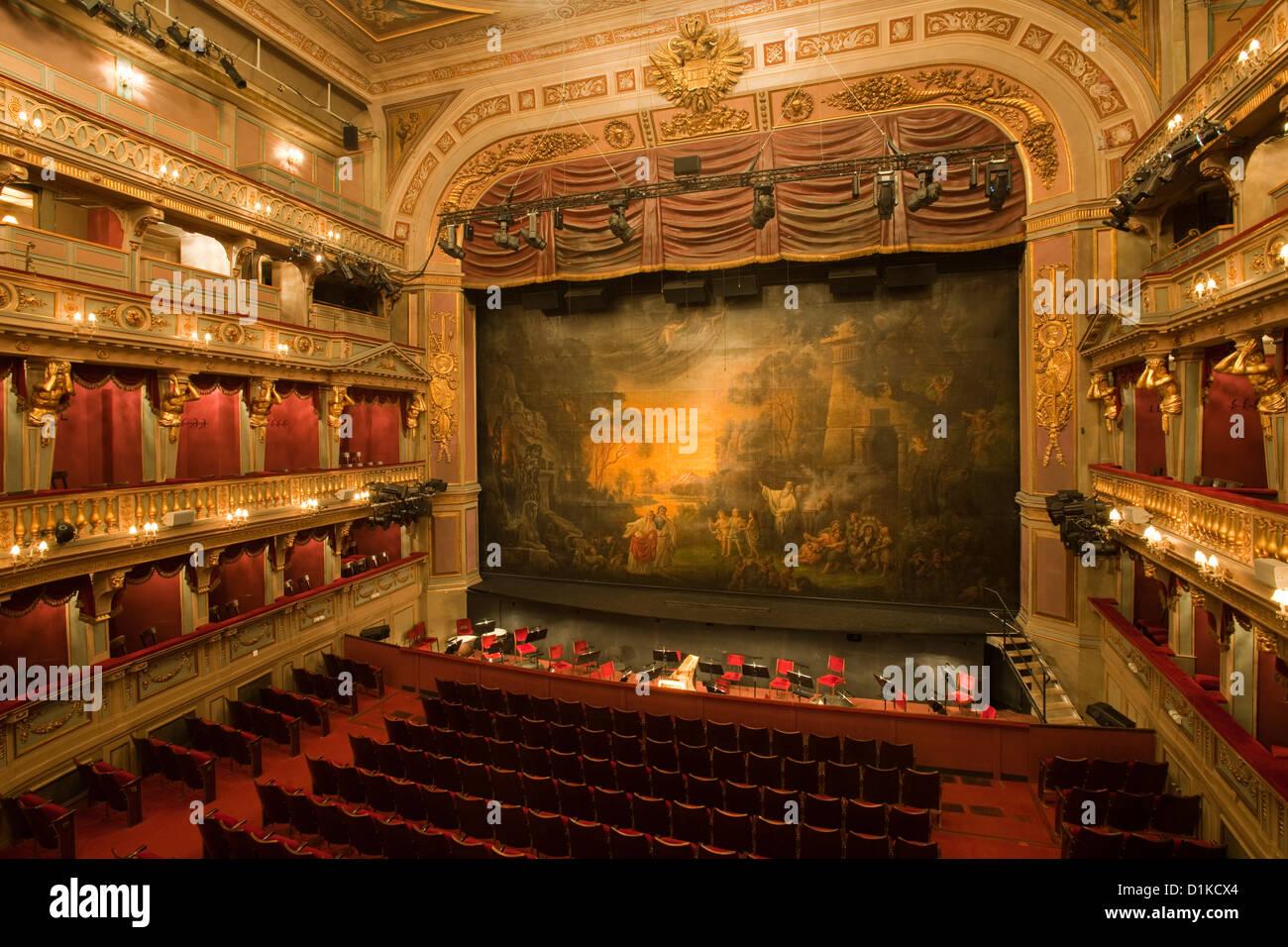 """Österreich, Wien 6, Theater an der Wien, Linke Wienzeile 6, ab 2006 auch """" Das neue Opernhaus """" genannt. Stock Photo"""