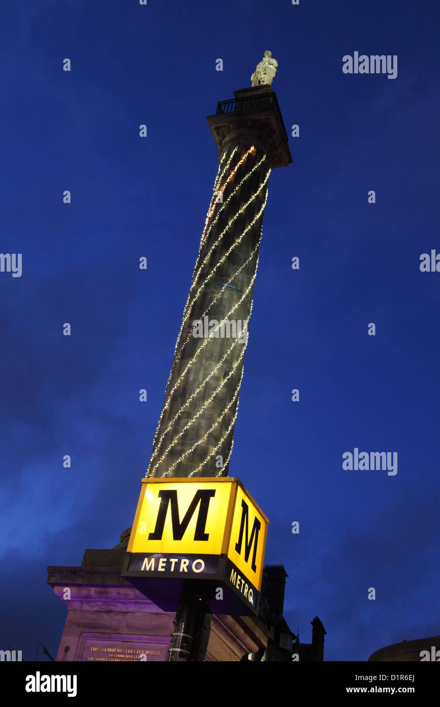 greys-monument-and-metro-sign-xmas-light