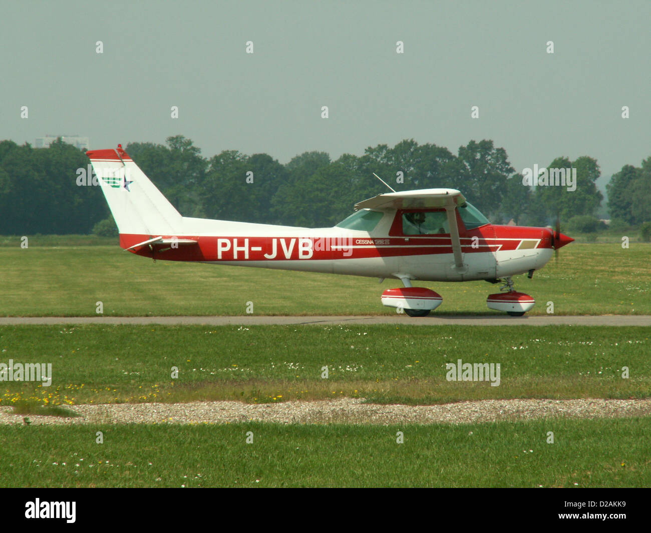 Cessna 152 II, PH-JVB taxiing, at Deventer - Teuge (EHTE).