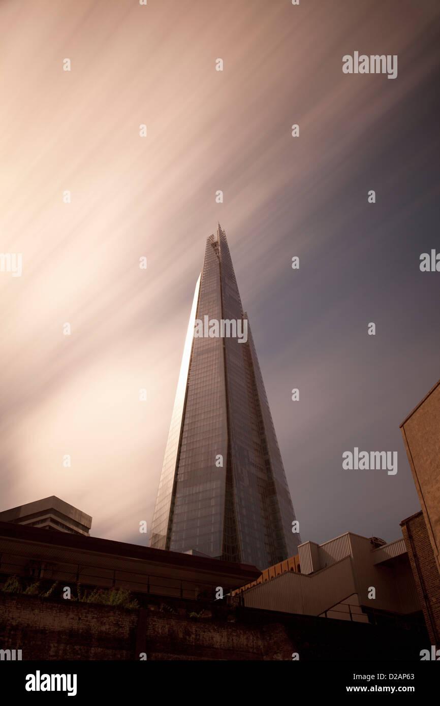 Skyscraper overlooking city streets - Stock Image