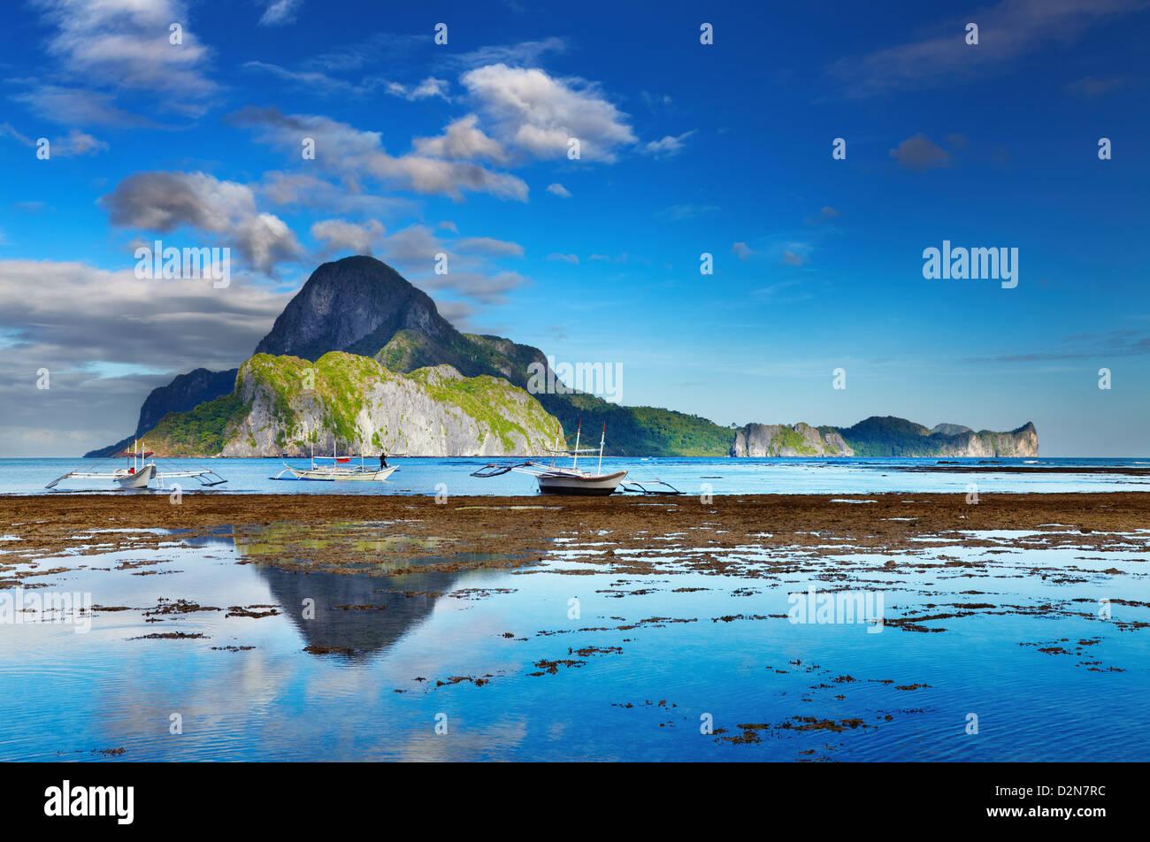 El Nido bay and Cadlao island at low tide, Palawan, Philippines - Stock Image