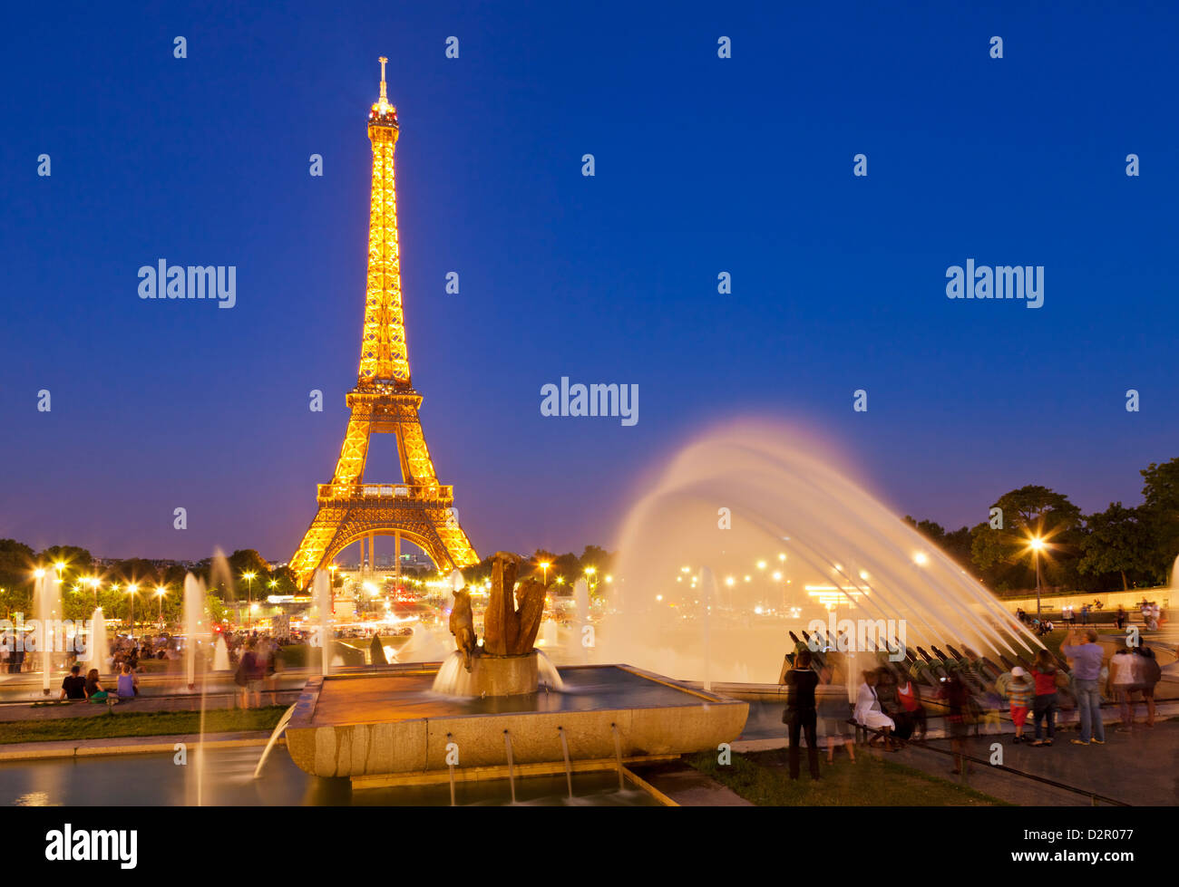 Eiffel Tower and the Trocadero Fountains at night, Paris, France, Europe - Stock Image