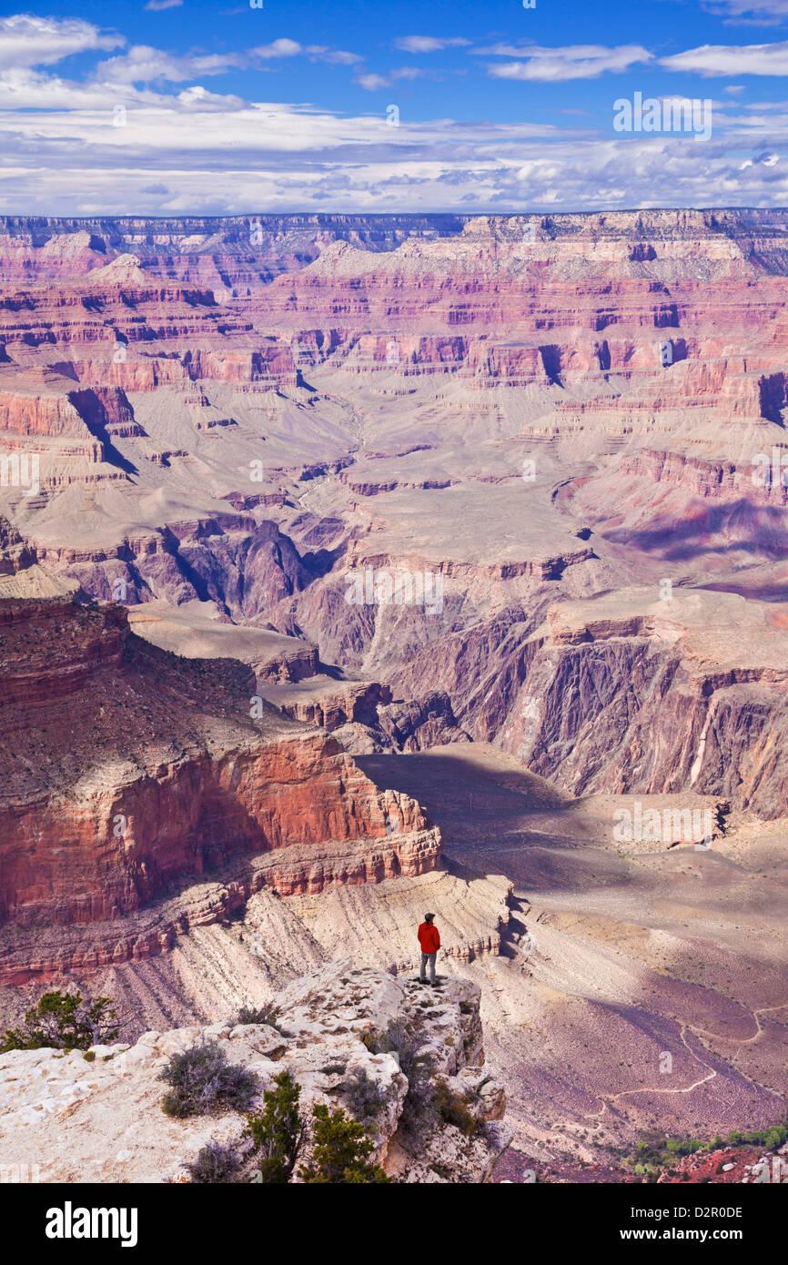 Lone hiker near Yavapai Point Overlook, South Rim, Grand Canyon National Park, Arizona, USA - Stock Image