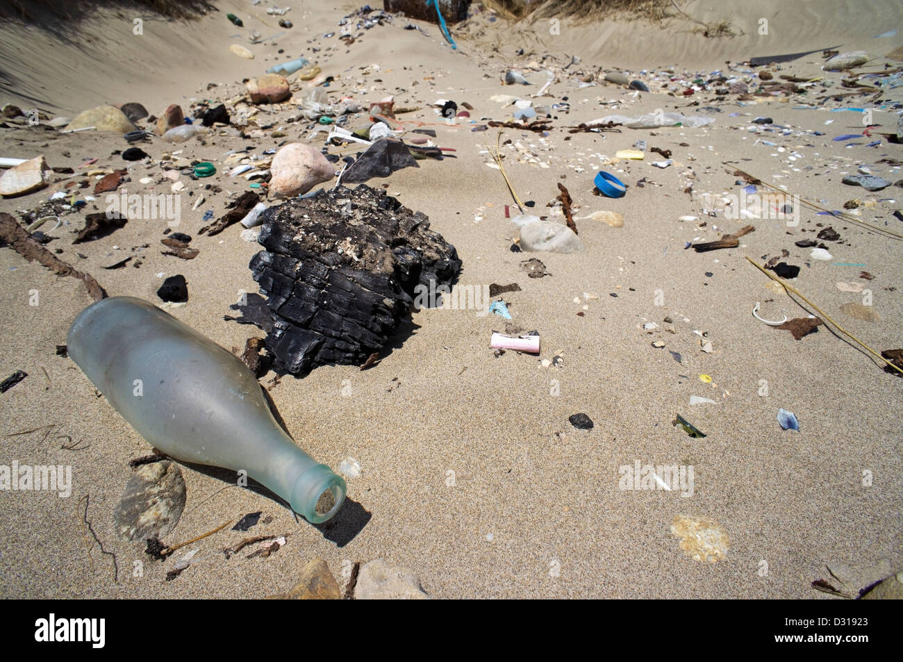 Plastic pollution and glass washed up on a beach, Camargue, France - Stock Image