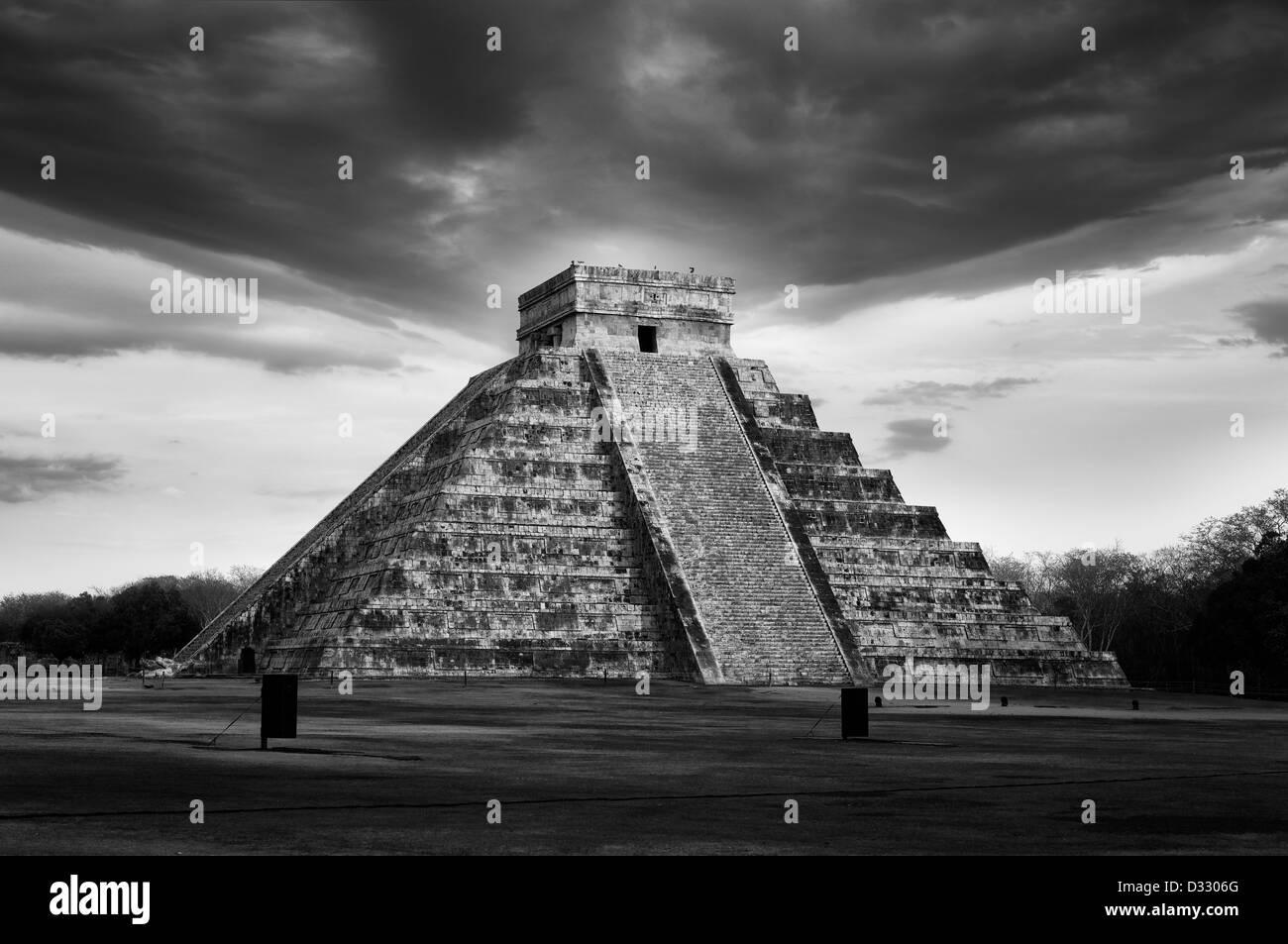 Mayan Pyramid in Chitcen Itza, Mexico - Stock Image