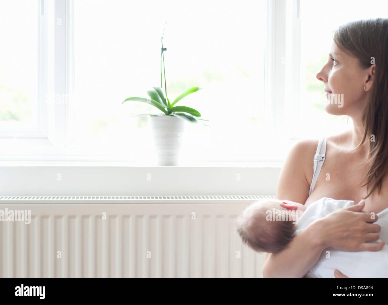 a nursing mother видео скачать