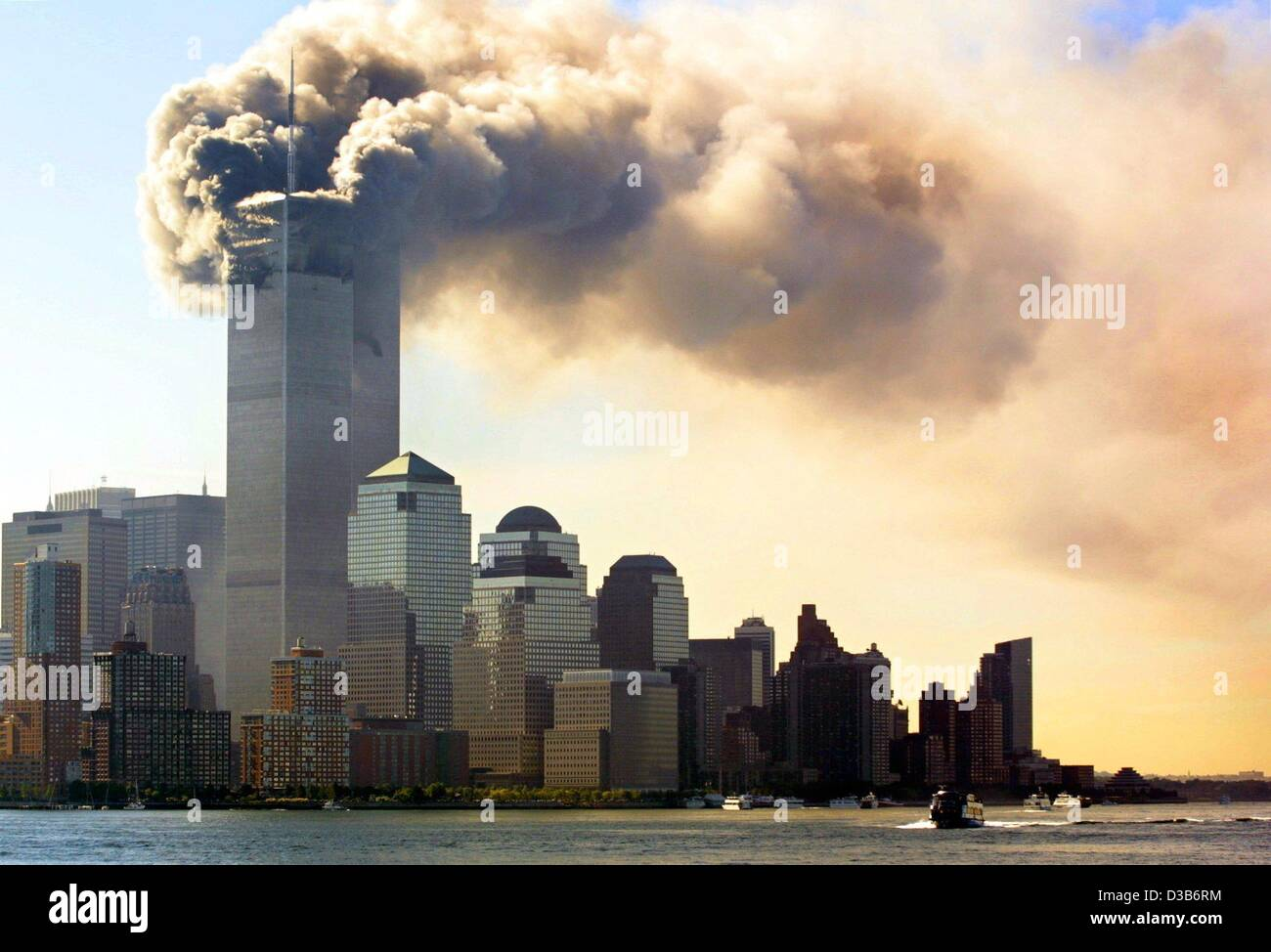 (dpa) - Clouds of smoke rise from the burning upper floors just before the twin towers of the World Trade Center Stock Photo