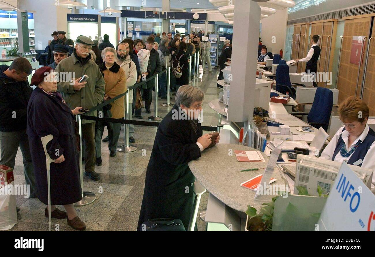 http://c7.alamy.com/comp/D3B7C0/dpa-travellers-queue-at-the-counters-of-the-german-railway-company-D3B7C0.jpg