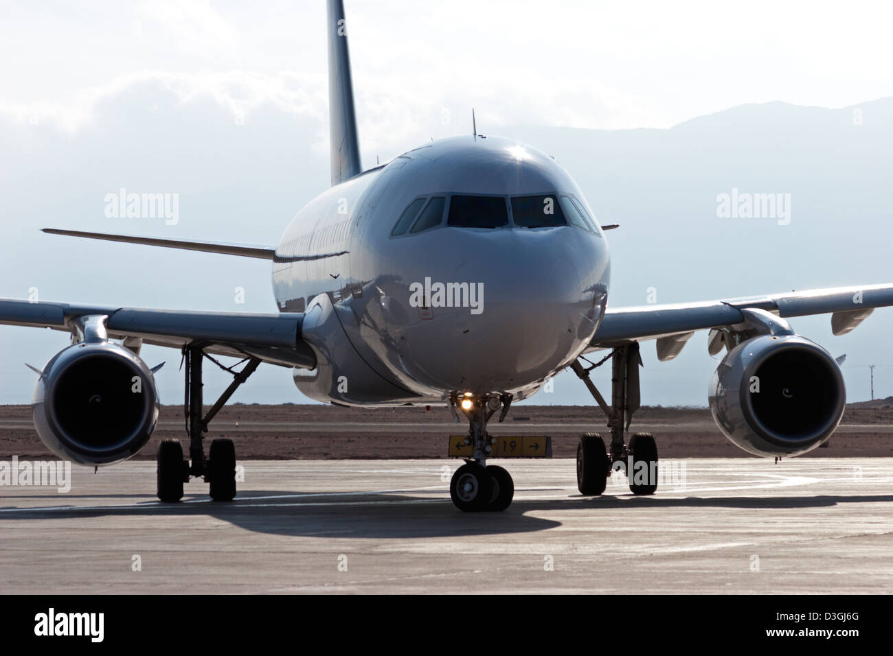 airbus 319 taxi taxiing departing Lan Chile - Stock Image
