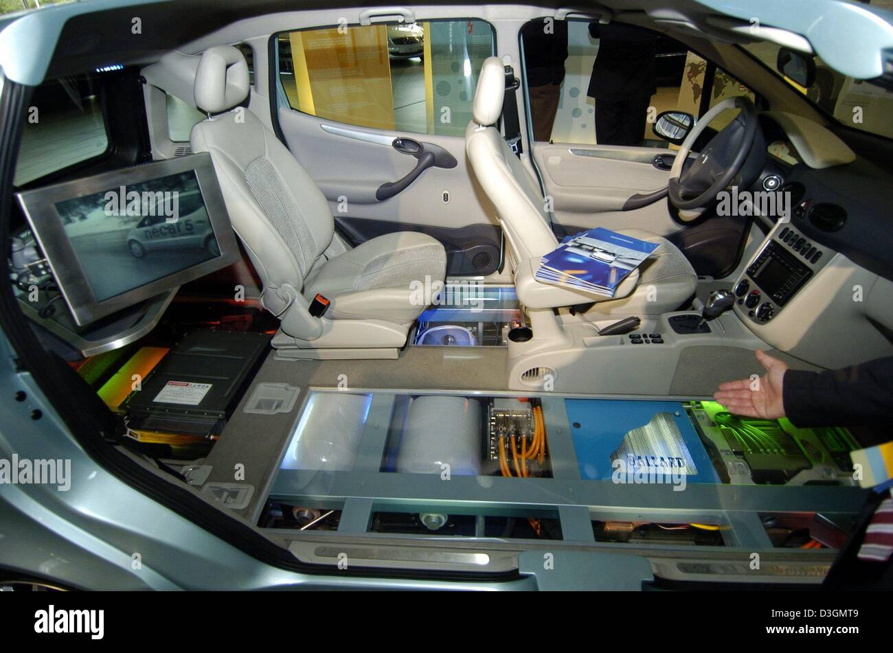 (dpa) - A DaimlerChrysler employee presents the interior of a fuel cell powered 'F-Cell' car which stands - Stock Image