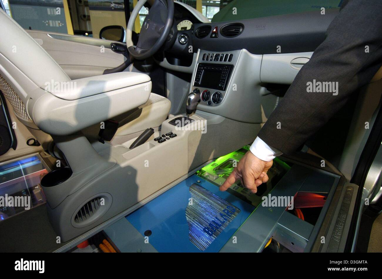 (dpa) - A DaimlerChrysler employee points out the fuel cells in a fuel cell powered 'F-Cell' car which stands - Stock Image