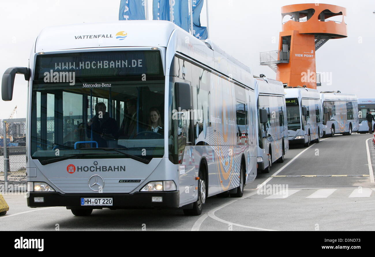 A convoy of nine hydrogen powered busses drives through the streets in Hamburg, Germany, Wednesday, 05 April 2006. - Stock Image