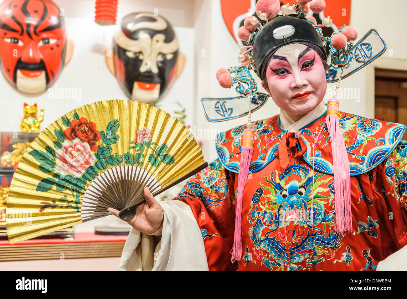 Chinesse Opera Singer dressed for performing, Singapur, Asia - Stock Image