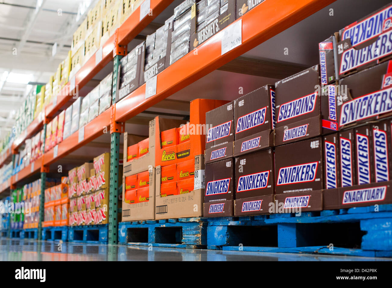 Snickers reeses peanut butter cups twix and hersheys bars on snickers reeses peanut butter cups twix and hersheys bars on display at a costco wholesale warehouse club thecheapjerseys Images