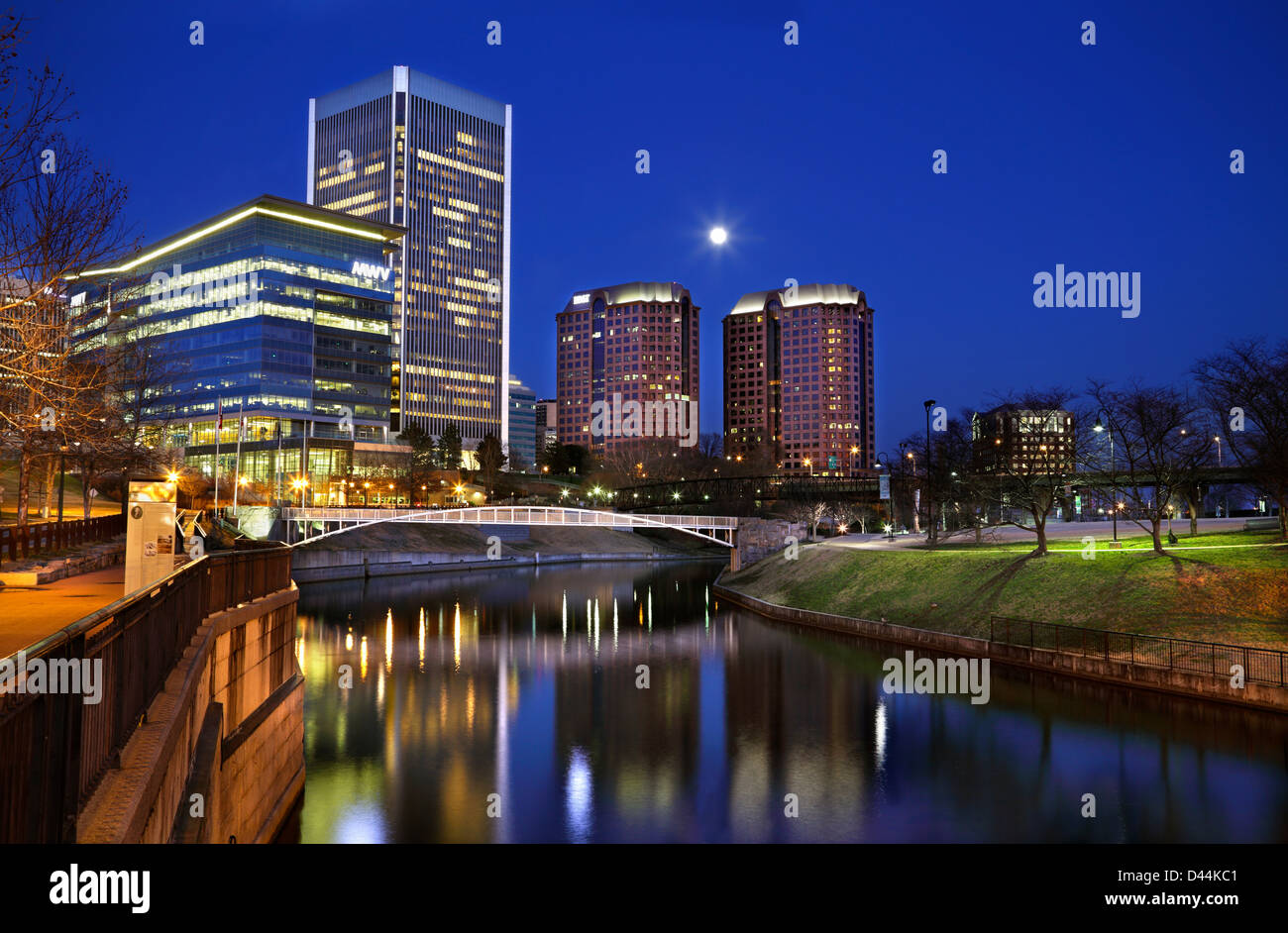 richmond-virginia-skyline-at-night-view-