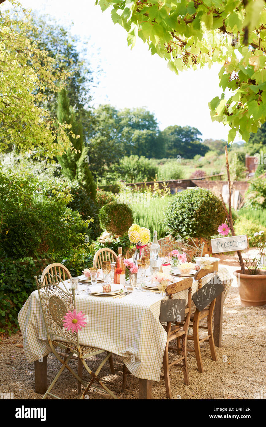 Table set for outdoor wedding reception - Stock Image