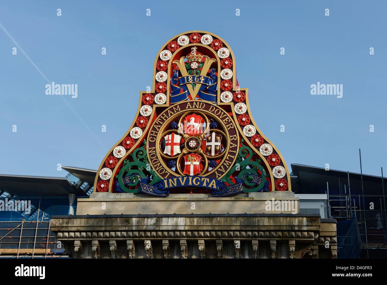 Architectural detail on Blackfriars railway bridge London UK - Stock Image