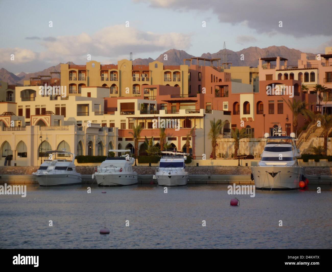 View on the waterfront Marina Plaza hotel in Aqaba, Jordan, 24 March 2009. Photo: Willy Matheisl - Stock Image