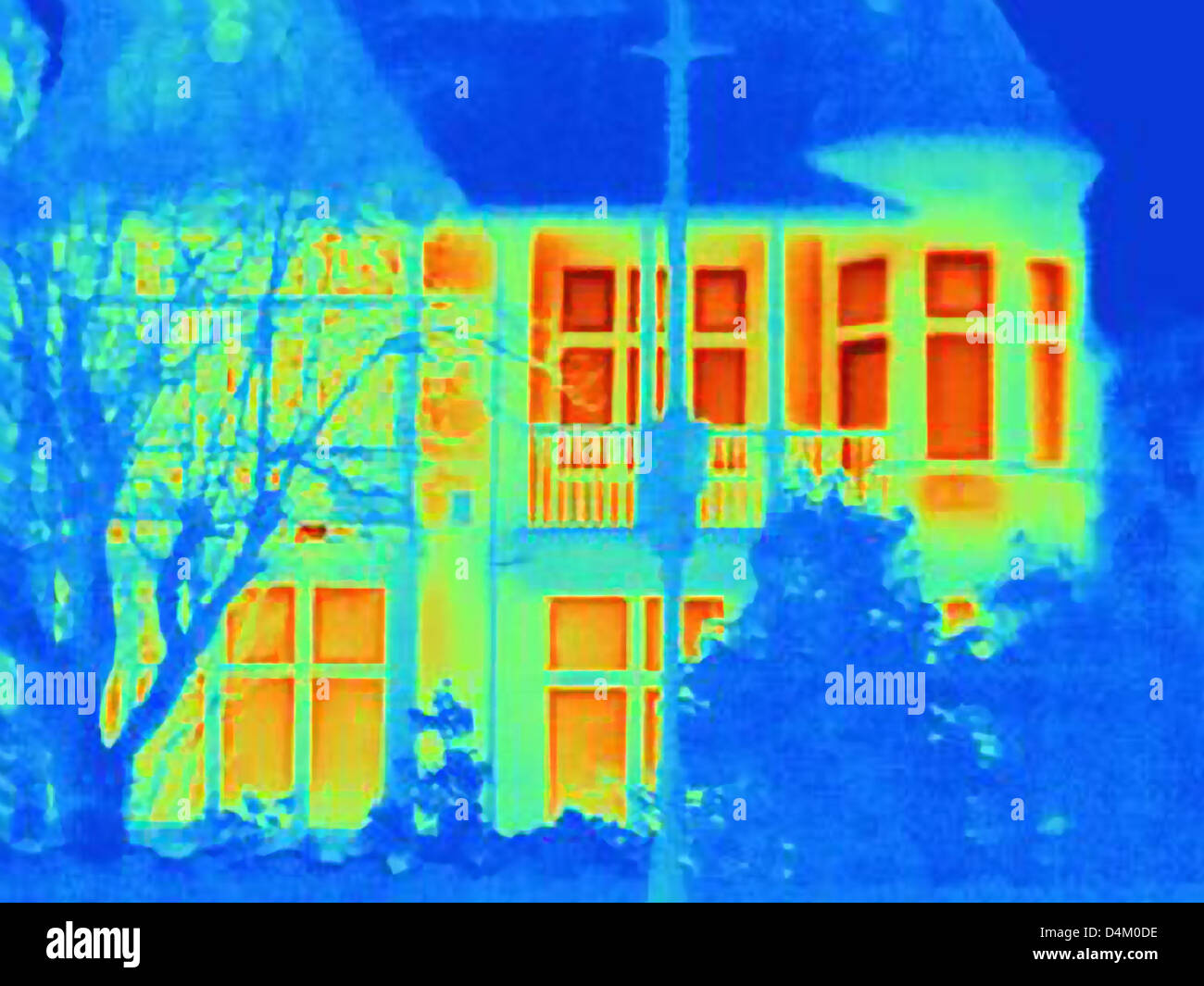 Thermal image of house on city street - Stock Image
