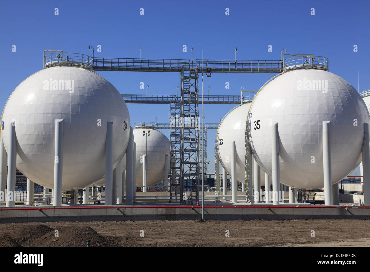 Large oil and gas tanks are pictured in the industrial harbour of Paldiski near Tallinn, Estonia, June 2009. Photo: Stock Photo