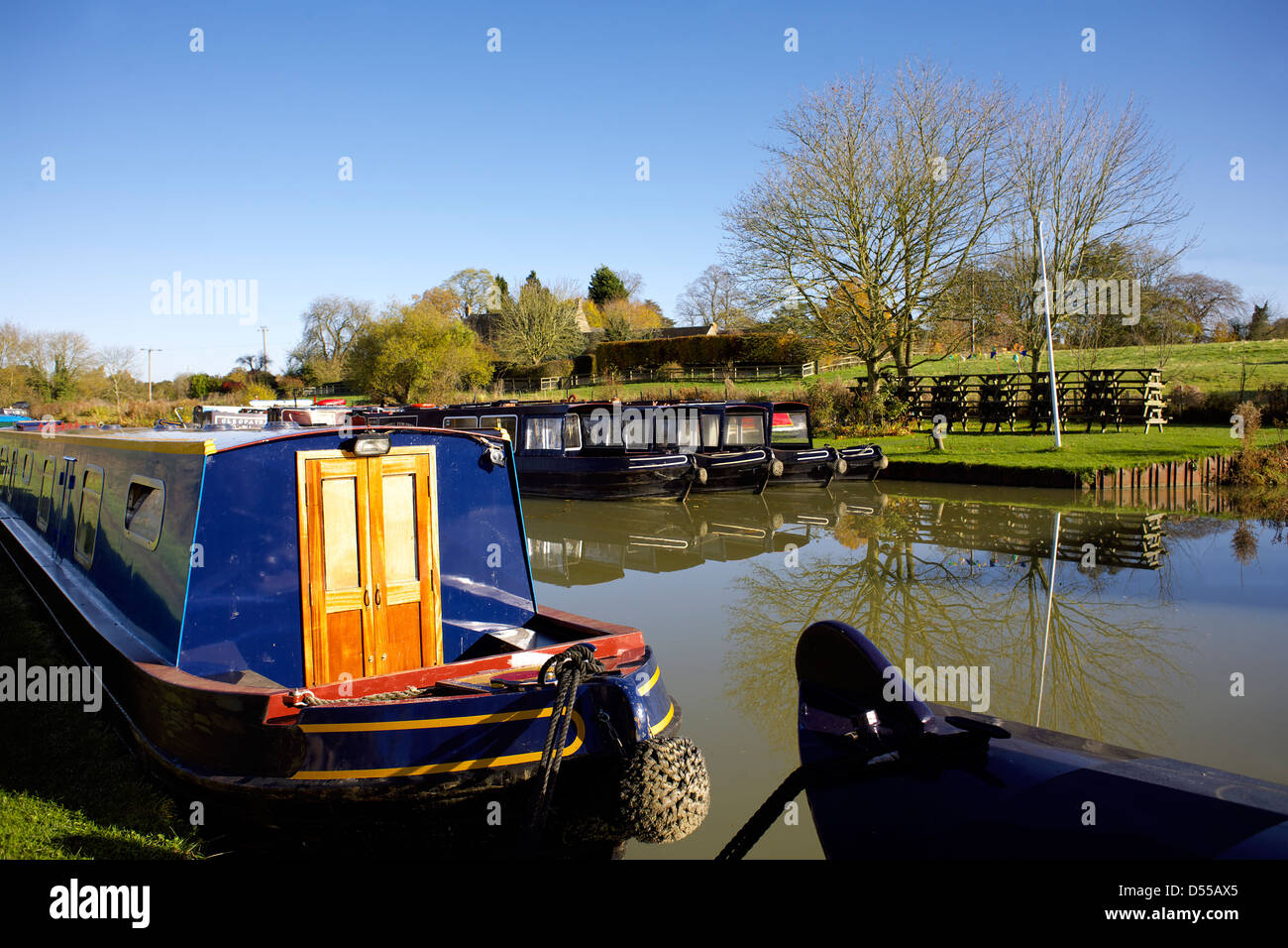 Narrowboats on the South Oxford Canal Heyford Wharf Upper Heyford Oxfordshire England UK GB Lower Heyford narrowboat - Stock Image