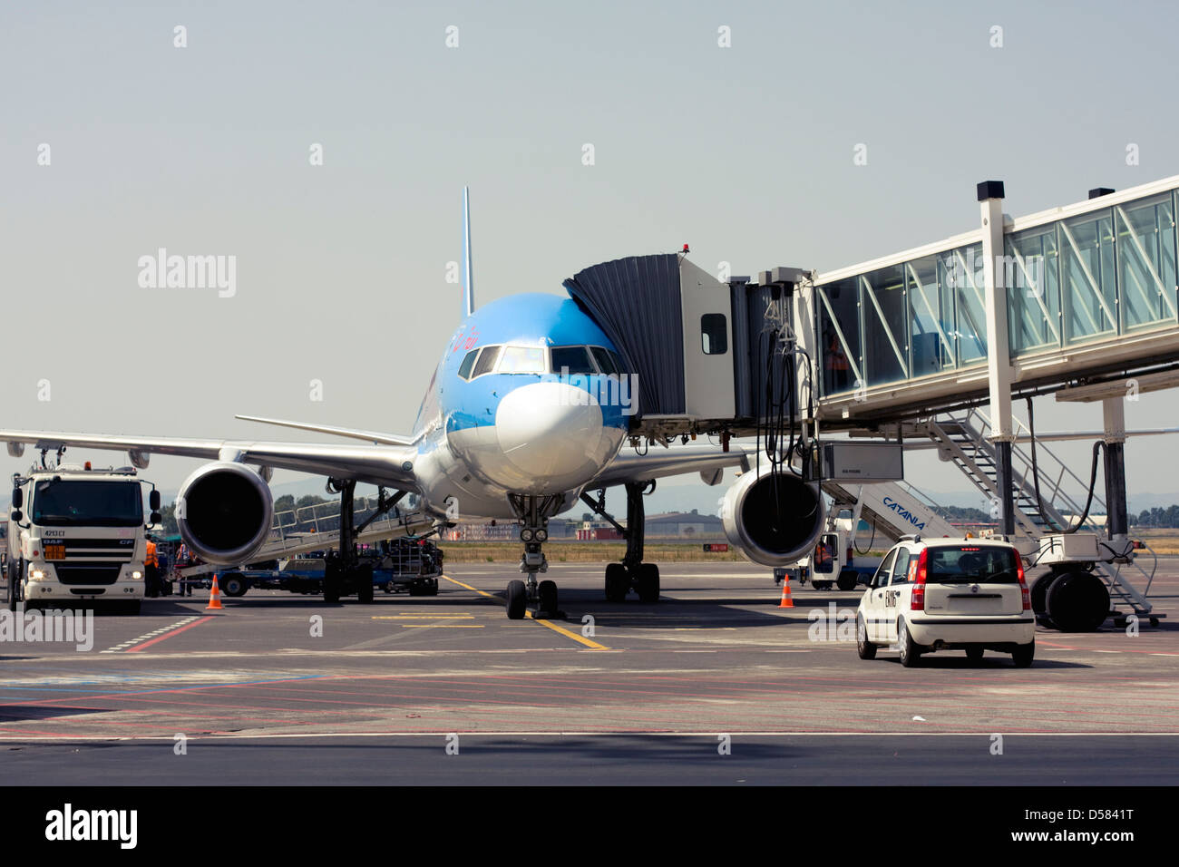 Thomson Airways Boeing 757-28A at the gate of Catania Fontanarossa Airport, Catania, Sicily, Italy Stock Photo