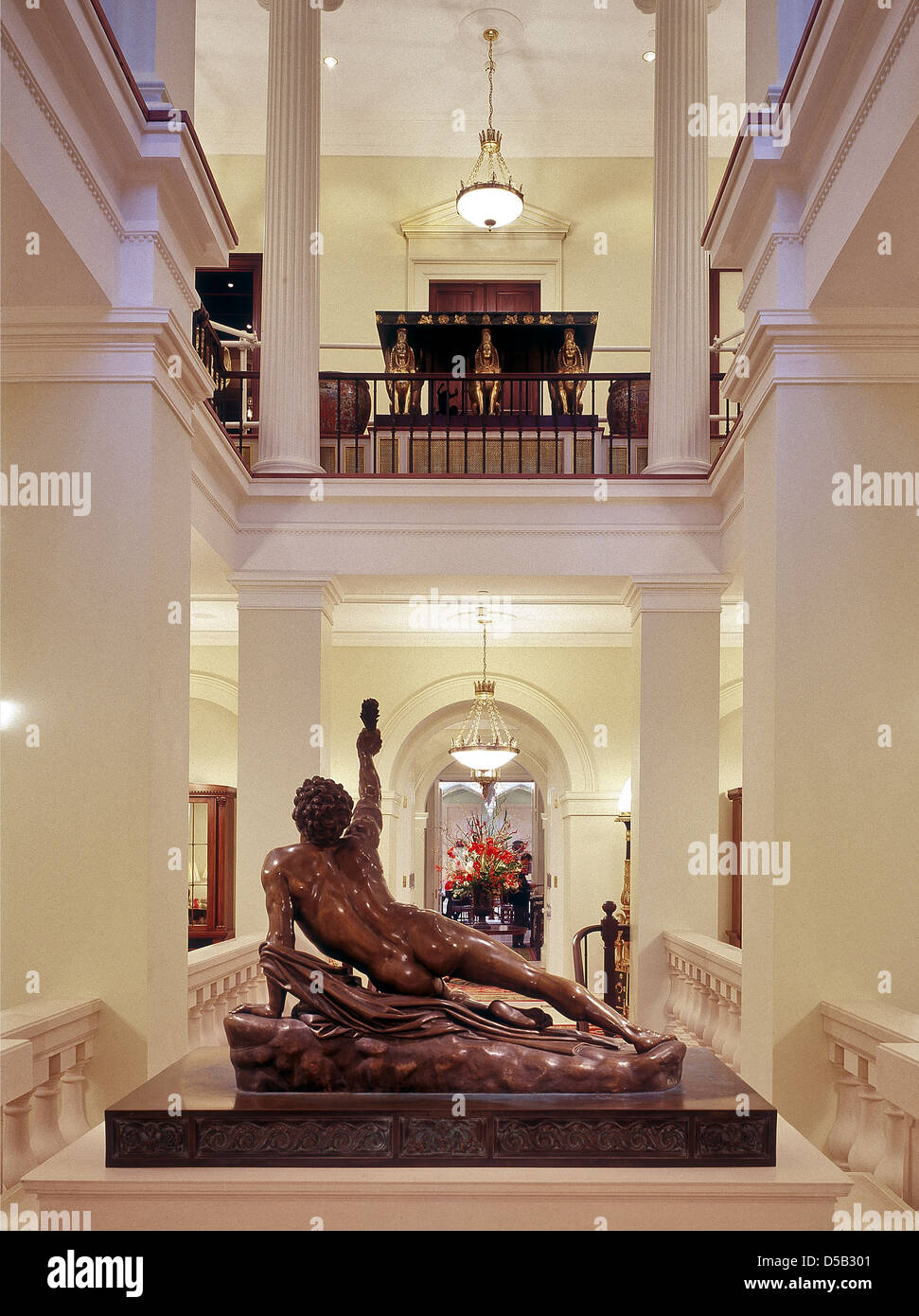 Classical atrium with sculpture at the Lanesborough Hotel in London - Stock Image
