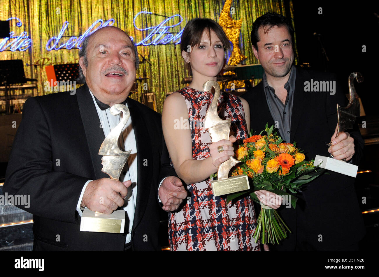 Die italienischen Schauspieler Lino Banfi (l), Isabella Ragonese und der deutsche Schauspieler Jan Josef Liefers - Stock Image