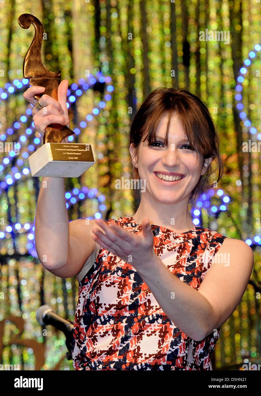 Die italienische Schauspielerin Isabella Ragonese freut sich am Freitag (19.02.2010) in Berlin auf dem Italienischen - Stock Image