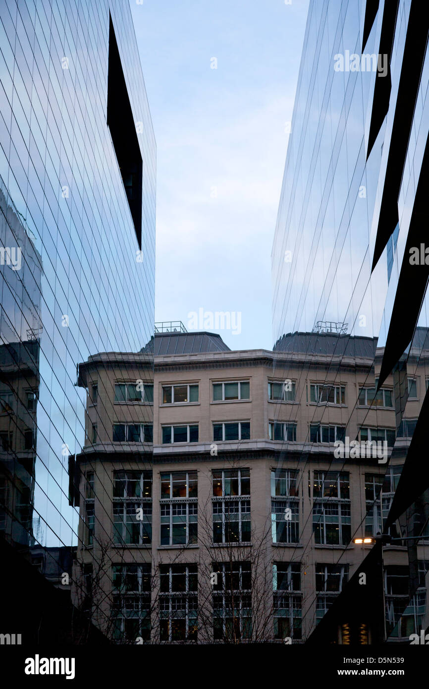 building-reflections-in-angel-passage-city-of-london-D5N539.jpg