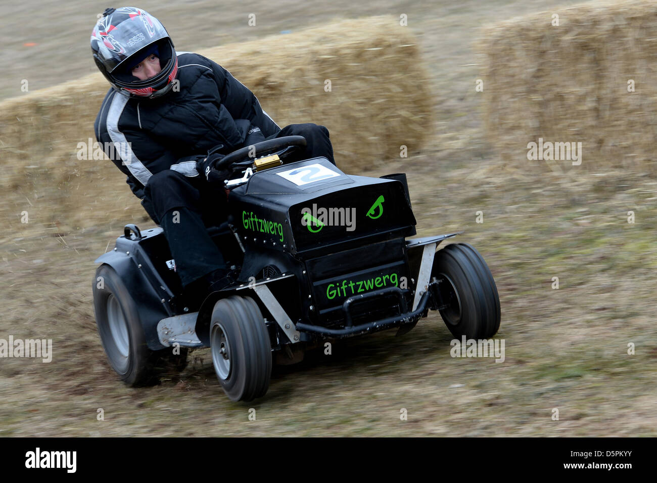 Racing Lawn Mowers For Sale >> Lawn Tractor Stock Photos & Lawn Tractor Stock Images - Alamy