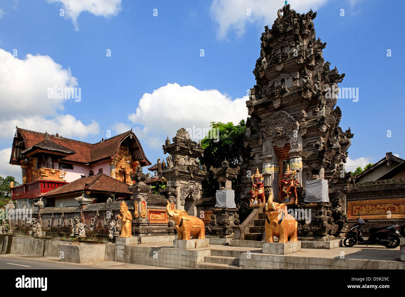 the-entrance-to-a-temple-at-pejeng-near-ubud-bali-indonesia-D5R29C.jpg