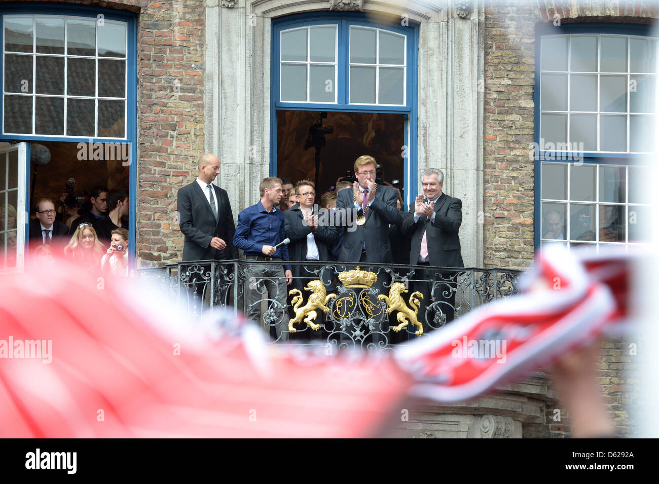 Duesseldorf's head coach Norbert Meier (C) stands on the balcony of city hall and celebrates the promotion of - Stock Image