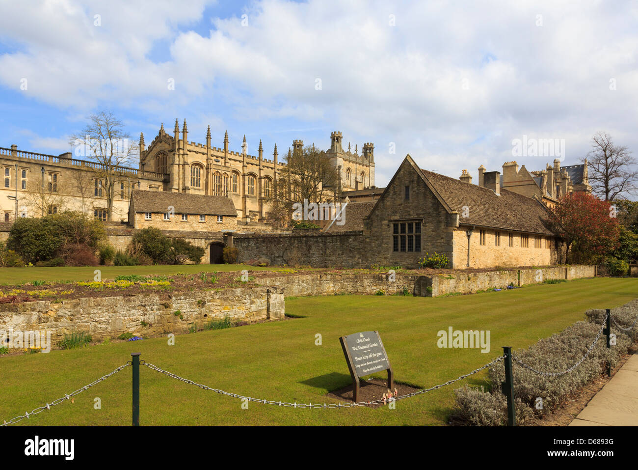 Christ Church College cathedral chapel from across war memorial garden in Oxford, Oxfordshire, England, UK, Britain - Stock Image