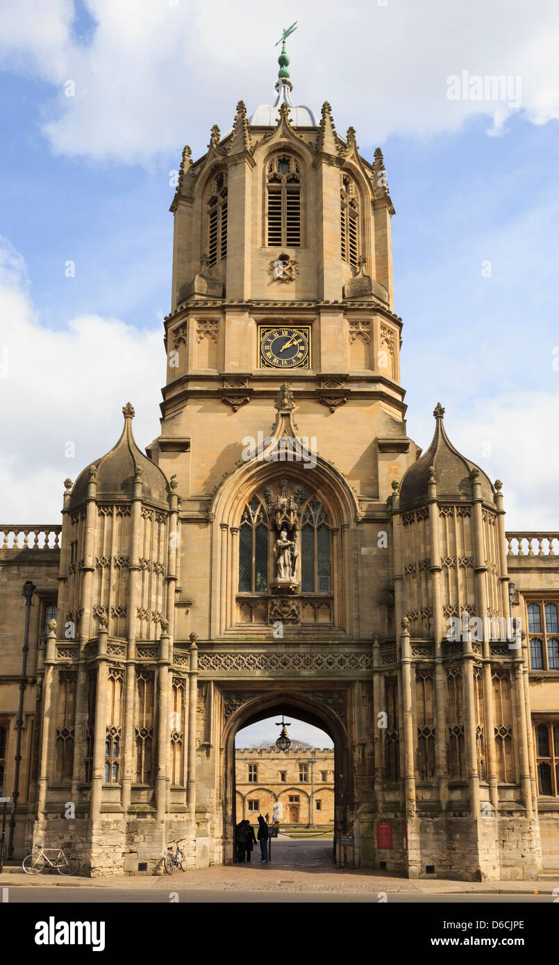 Tom Tower entrance to Christ Church College quadrangle in the University of Oxford, Oxfordshire, England, UK, Britain - Stock Image