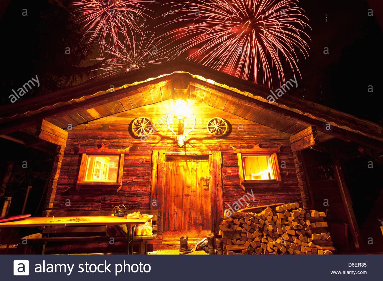 new-year-log-cabin-stumm-village-zillert