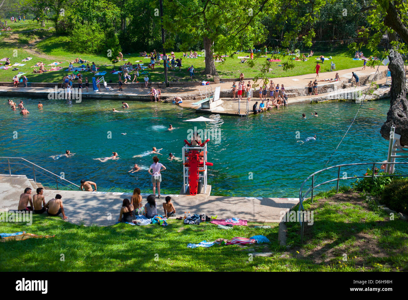 usa-texas-tx-austin-barton-springs-pool-in-zilker-park-natural-spring-D6H98H.jpg