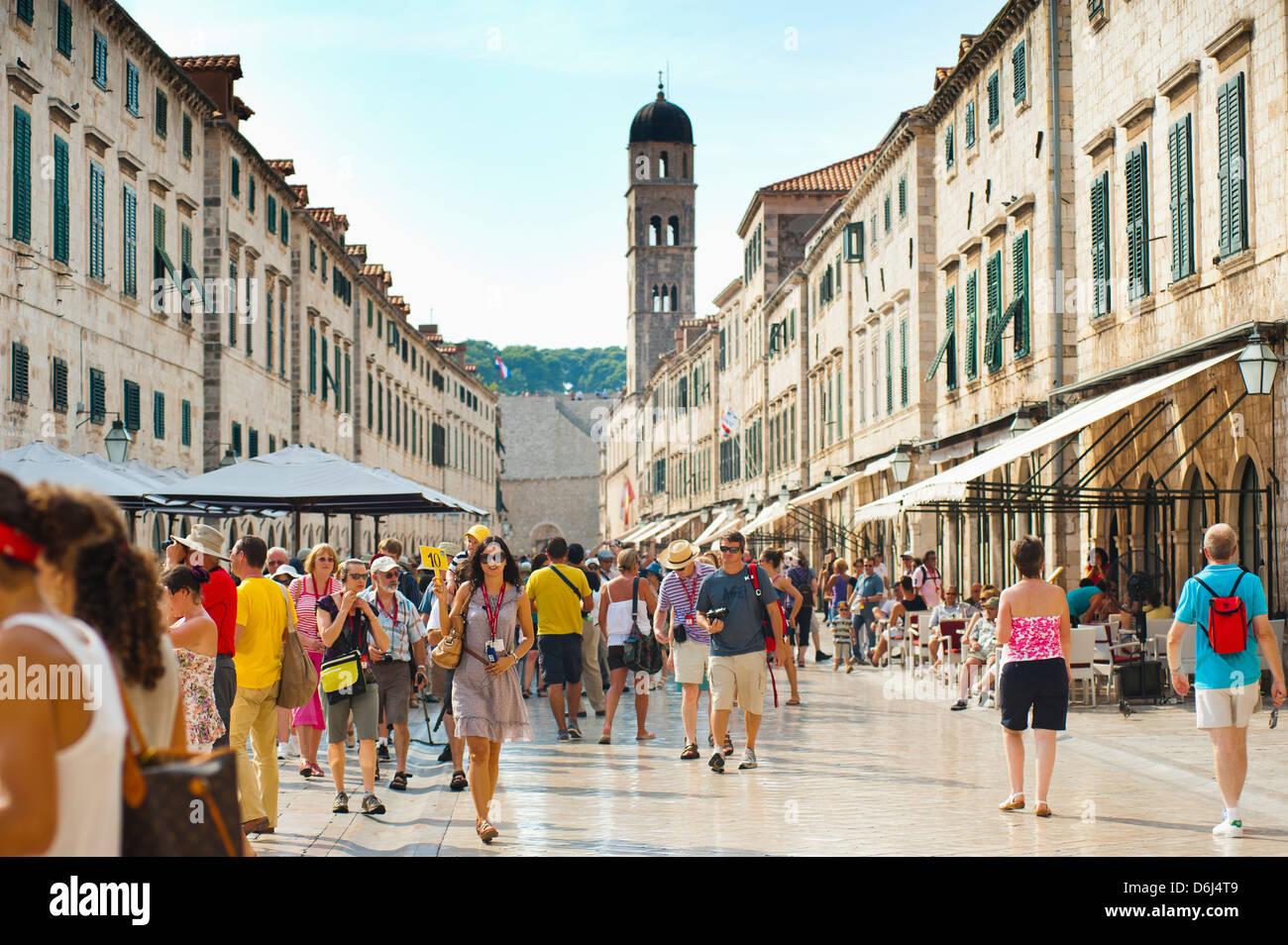 Dubrovnik City Tour on Stradun, Dubrovnik Old Town, UNESCO World Heritage Site, Dubrovnik, Croatia - Stock Image