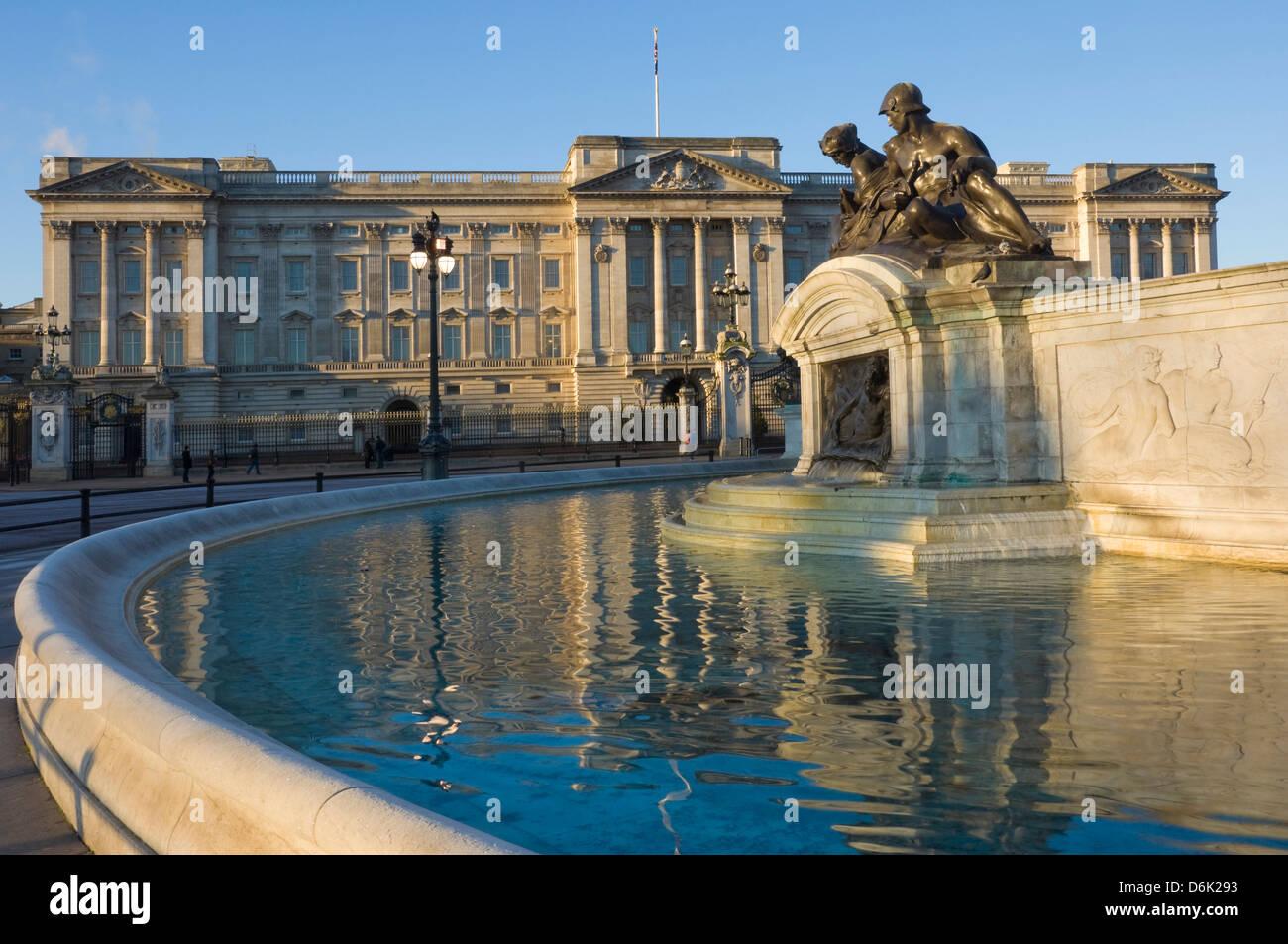 Sunrise, Buckingham Palace and the Fountain, London, England, United Kingdom, Europe - Stock Image
