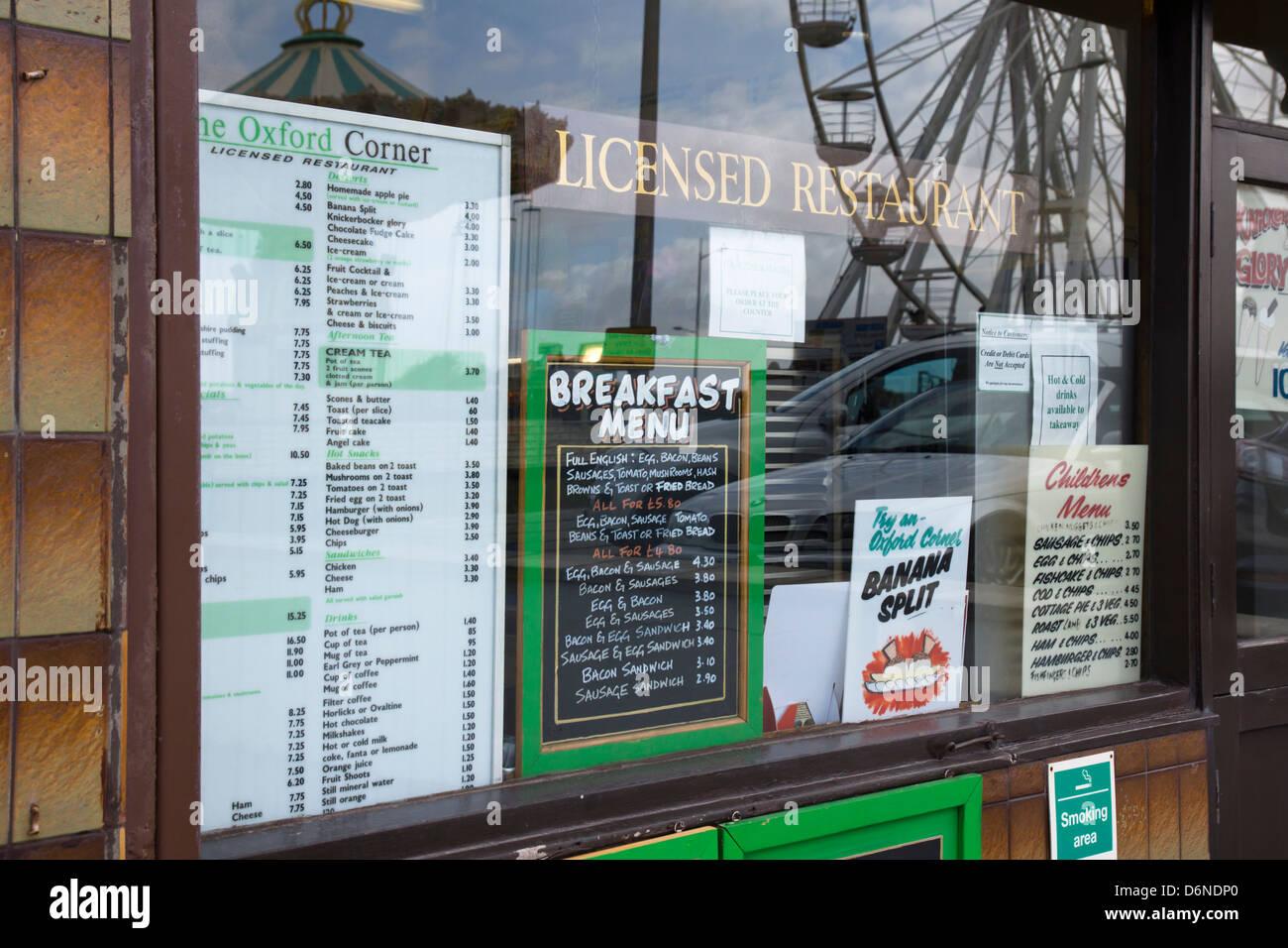 a-typical-cafe-menu-weston-super-mare-somerset-england-uk-D6NDP0.jpg