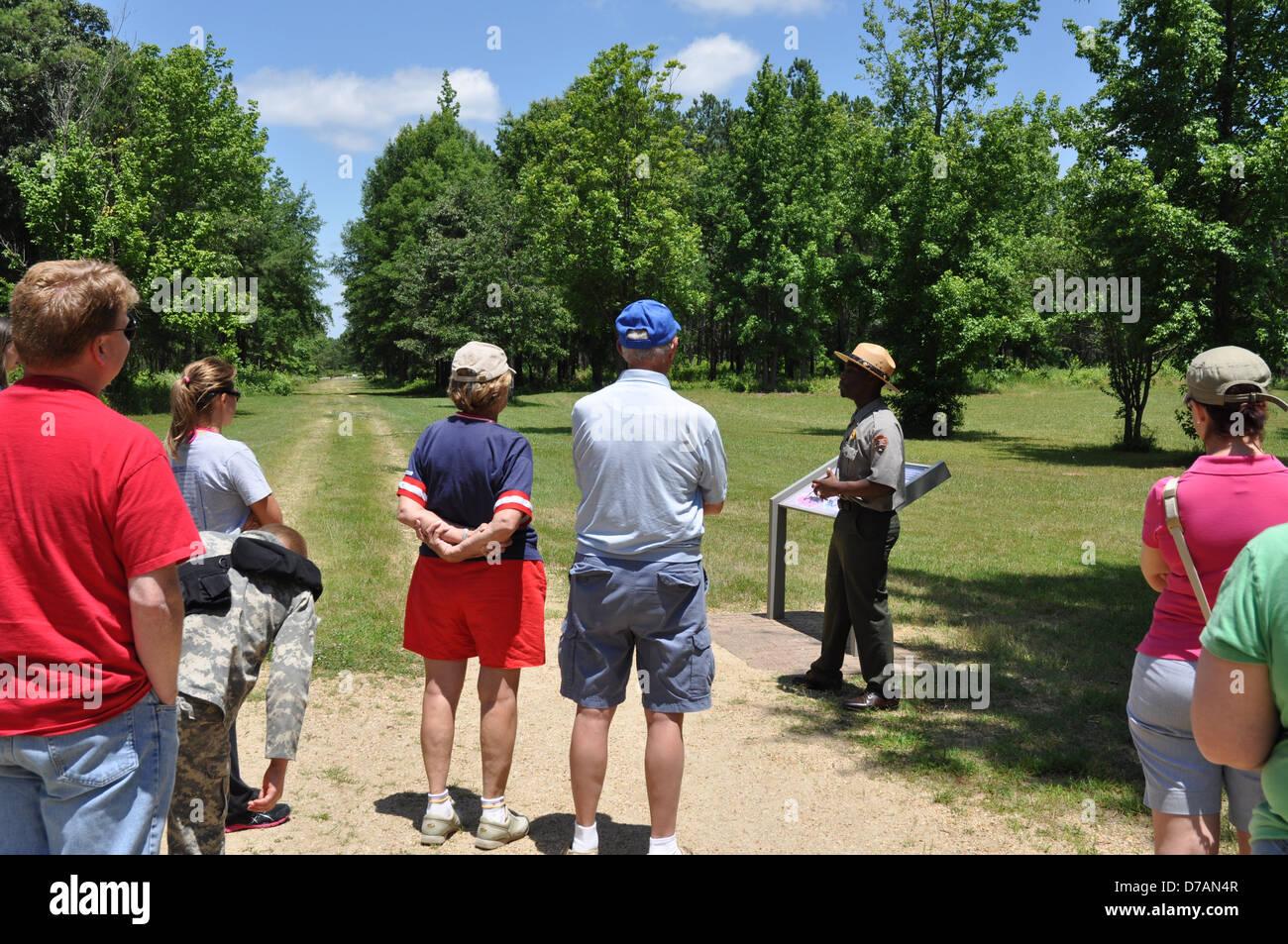 A Park Ranger giving a tour of Cowpens National Battleground. - Stock Image