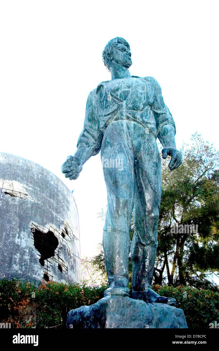 Memorial to Mordechai Anielewicz next to the destroyed Water tower at kibbutz Yad Mordechai - Stock Image