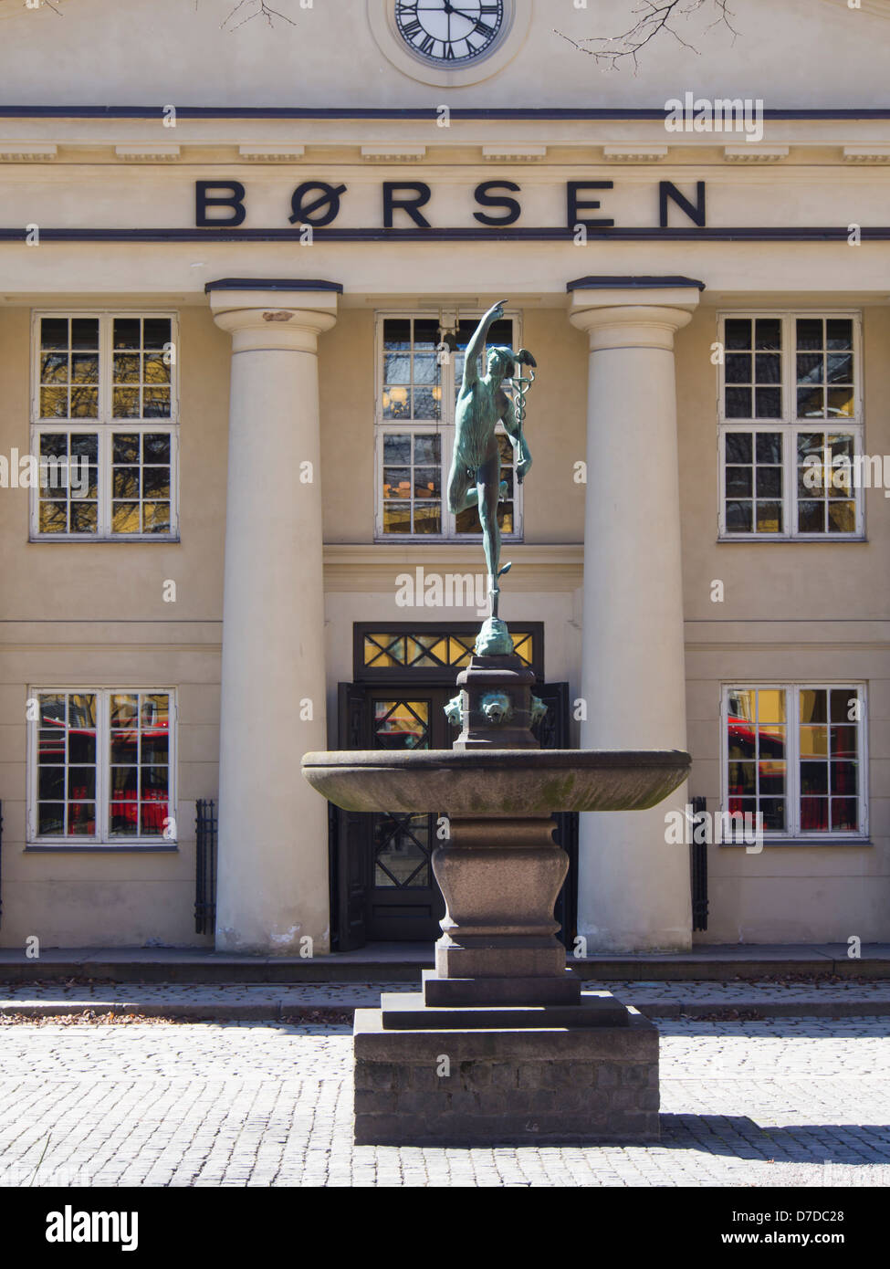 The Oslo Stock exchange , Børsen, centrally located in Norway's capital with a sculpture depicting the - Stock Image