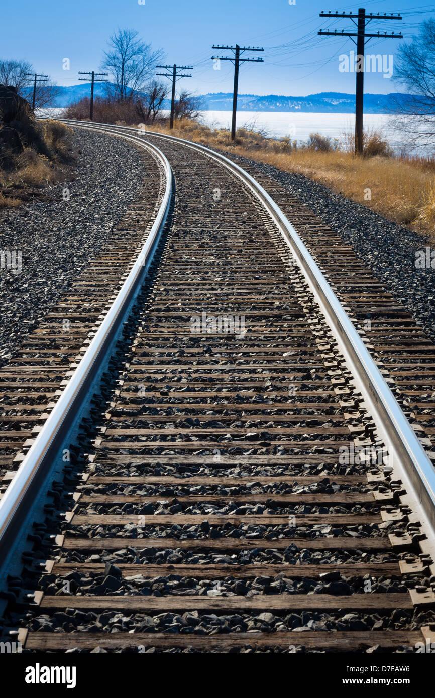 Railroad along shoreline of Upper Klamath Lake in southern Oregon - Stock Image