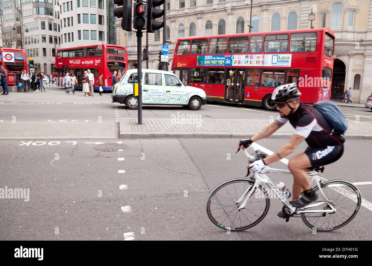 London cycling - A cyclist cycling in Trafalgar Square, Central London city centre, England UK Stock Photo