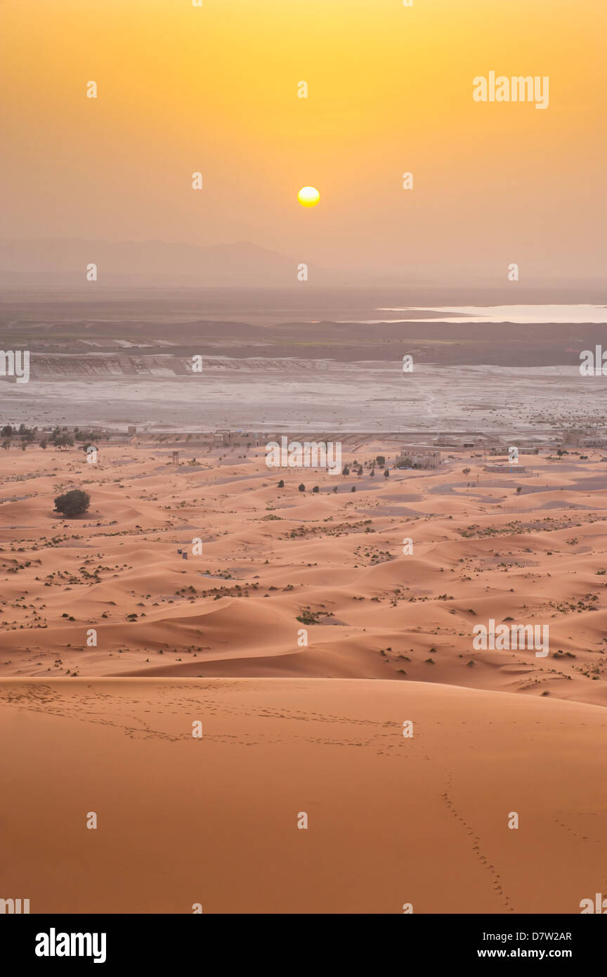 Erg Chebbi Sahara Desert sunset from the top of a 150m sand dune, near Merzouga, Morocco, North Africa - Stock Image